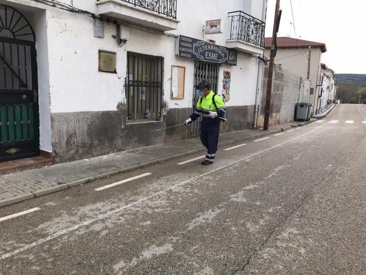 El Ayuntamiento de Mandayona desinfecta por el coronavirus diferentes zonas del pueblo