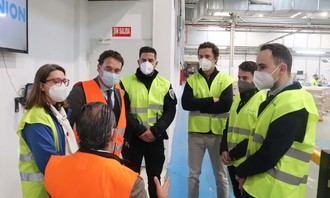 El alcalde visita la planta de Ilunion en Cabanillas, donde ya se fabrican 80.000 mascarillas quirúrgicas diarias