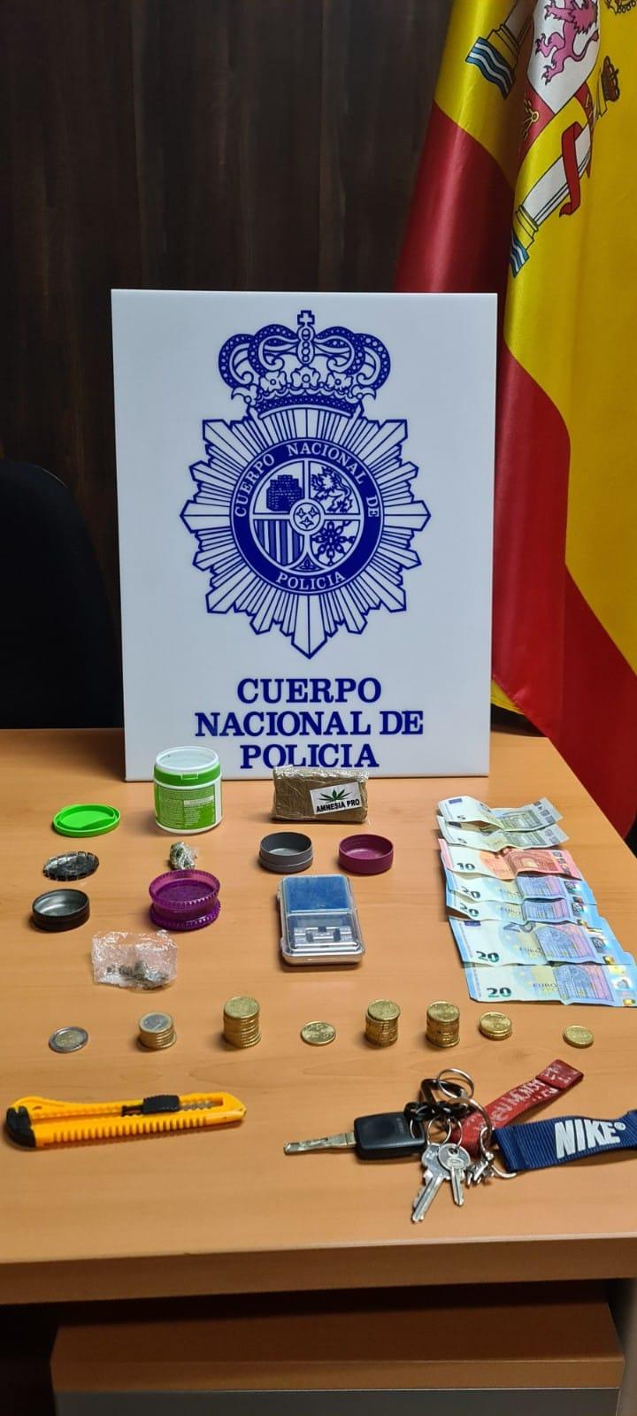 """La Policía Nacional detiene en Guadalajara a tres jóvenes dedicados al """"menudeo"""" de sustancias estupefacientes"""