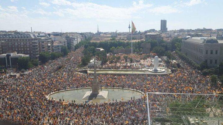 """Decenas de miles de personas en Madrid dicen NO a los indultos de Sánchez, seis de cada diez españoles están en contra de los indultos a los condenados por el """"procés"""""""