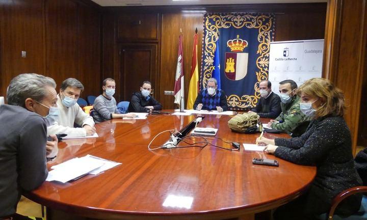 UN APLAUSO : Una veintena de militares se incorporan este jueves a las labores de retirada de hielo en Cabanillas