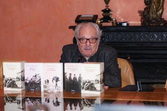 Muere a los 76 años el escritor Javier Reverte