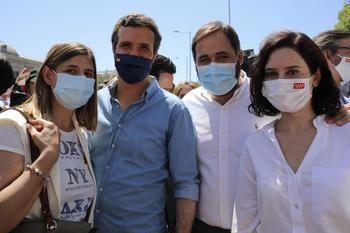 El presidente del PP-CLM encabeza la delegación del Partido Popular de Castilla-La mancha en la concentración en contra de los indultos que ha tenido lugar en la Plaza Colón de Madrid