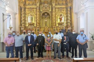 La remozada iglesia de Canredondo recibe la visita de Vega y el obispo Atilano Rodríguez
