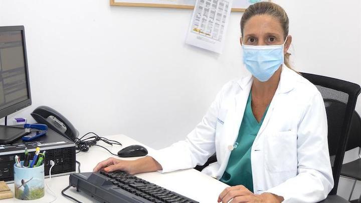 UN APLAUSO : Olga Mediano, una neumóloga de Guadalajara participa en un texto de estrategia contra la COVID-19