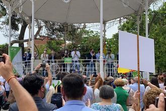 Cientos de guadalajareños arropan a Macarena Olona que pide en Guadalajara una ALTERNATIVA a las autonomías