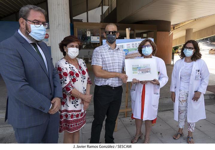 La ONCE rinde homenaje al personal del Hospital Universitario de Guadalajara