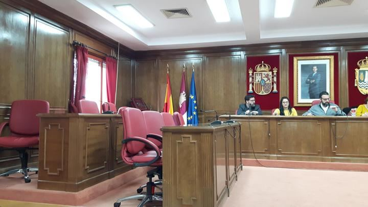 """El alcalde de Azuqueca """"atropella"""" los derechos de la oposición en sus prisas por perpetrar su 'atraco' con la subida de impuestos"""