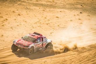 Óscar Fuertes y Diego Vallejo cierran la mejor etapa de SsangYong en el Dakar