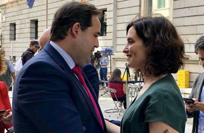 """'Le Figaro' califica a Ayuso como """"la nueva musa de la derecha española y bestia negra"""" del Gobierno de Sánchez e Iglesias"""