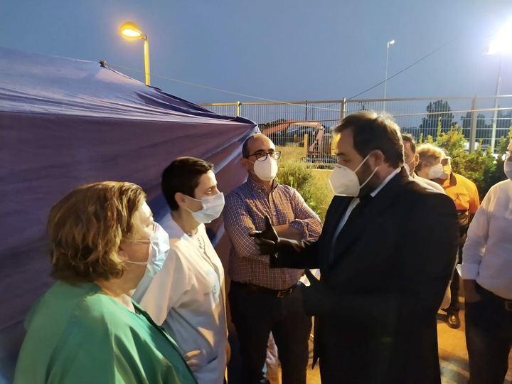 Paco Núñez felicita a todo el personal sanitario del Hospital de Hellín y a los servicios de emergencia por su rápida actuación en el incendio que ha sufrido el centro hospitalario