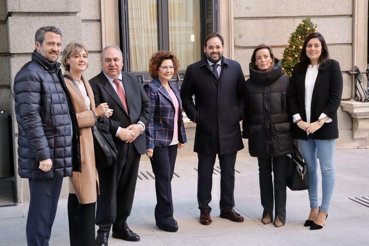 """Más de cien cargos del PP regional liderados por Paco Núñez pedirán hoy ante la sede del socialista Page que impida la investidura de Sánchez y """"paren esta locura"""""""