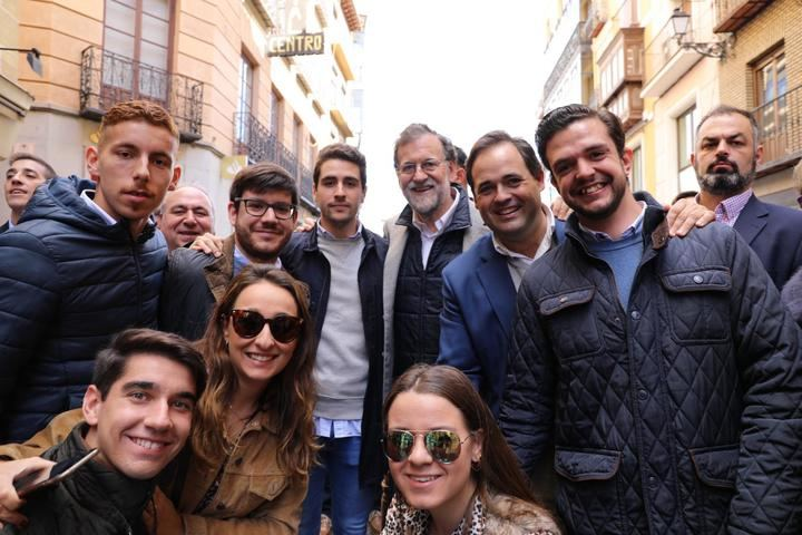 """Paco Nuñez de """"paseo electoral"""" con Mariano Rajoy por las calles de Toledo"""