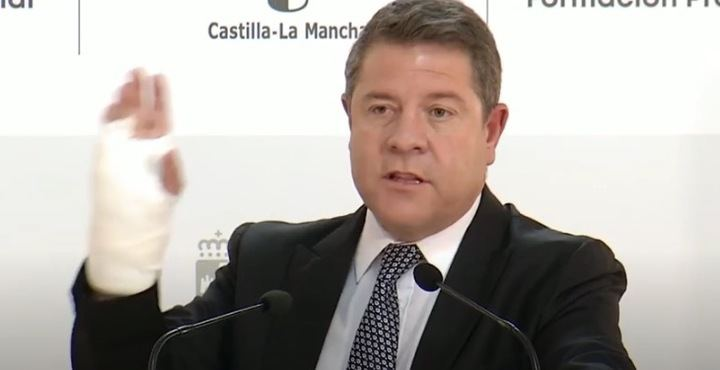 """Preguntan al """"ciudadano Emiliano García-Page si no confía en su sanidad pública regional por haberse operado en un centro privado"""""""