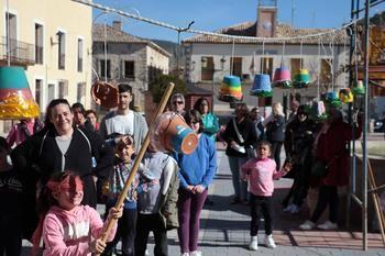 Pareja empieza el carnaval en el 'Jueves Lardero' con nuevos alumnos en su escuela