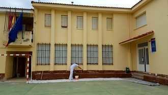 UN APLAUSO : El Ayuntamiento de Pareja ACONDICIONA, para evitar el coronavirus, su escuela para el comienzo de curso