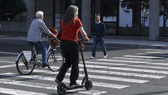 Muere el conductor de un patinete en un accidente contra un taxi en Barcelona