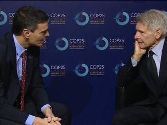 La foto de Sánchez y Harrison Ford que ha provocado la mofa, bufa y befa en las redes sociales :