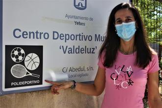 Yebes instala pictogramas para discapacitados intelectuales en las entradas de los edificios municipales