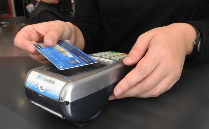 """La banca aumenta el límite de pago """"sin poner el pin"""" de 20 a 50 euros para evitar el contagio del coronavirus"""
