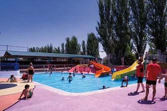 Más de 14.000 bañistas han disfrutado de la piscina de verano de Azuqueca en julio