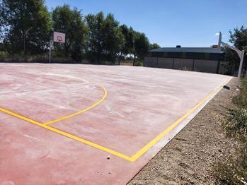 La Diputación de Guadalajara renueva la pista deportiva de San Andrés del Rey, con una inversión de 31.000 euros