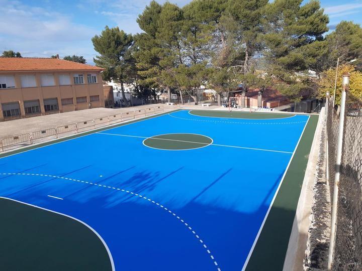La pista polideportiva del CEIP La Isabela, una realidad tras la inversión de más de 35.000 euros por parte del Ayuntamiento de Sacedón y de la Junta