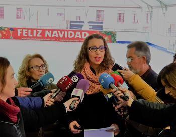 La pista de hielo y el tobogán gigante del Mercado de Abastos de Guadalajara se convierten en gratuitos y solidarios desde hoy al jueves