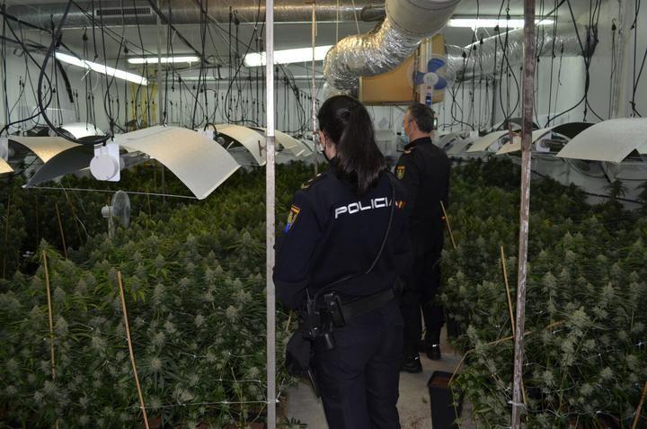 """La Policía Nacional detiene in fraganti en Cabanillas a los miembros de dos organizaciones criminales tras un violento """"vuelco"""" de droga"""