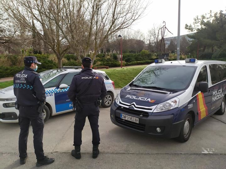 La Policia Nacional y la Policia Local de Guadalajara salvan la vida de una mujer que sufrió un infarto mientras conducía