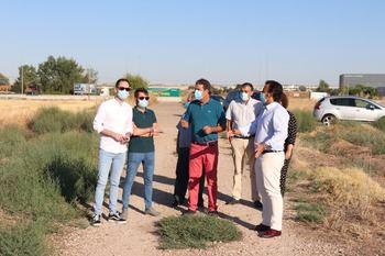 El Ayuntamiento de Cabanillas y el agente urbanizador firman el acta de replanteo e inicio de obras del Polígono de Moyarniz