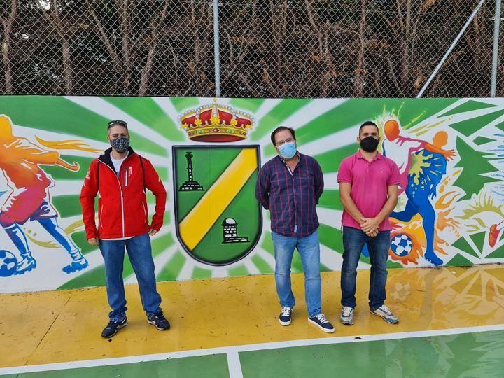 El Ayuntamiento de Pozo de Guadalajara culmina la reforma de la pista polideportiva con una pintura mural que pronto se extenderá a otros espacios representativos del pueblo