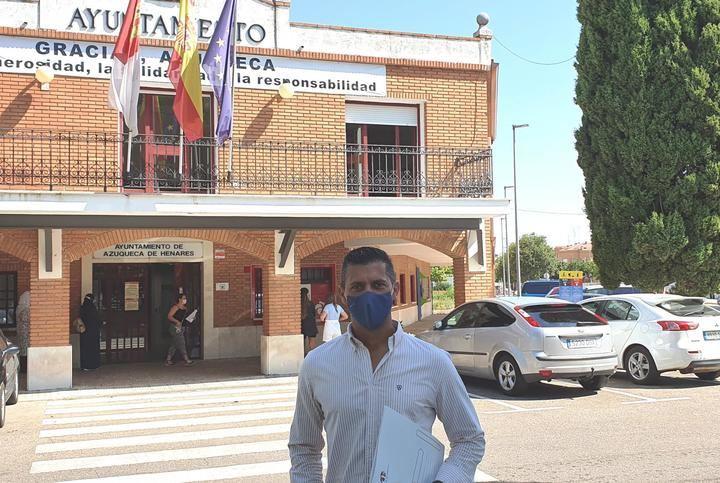 """Acusan al alcalde socialista de Azuqueca de querer """"hacer trampas"""" con los contratos menores y las facturas"""