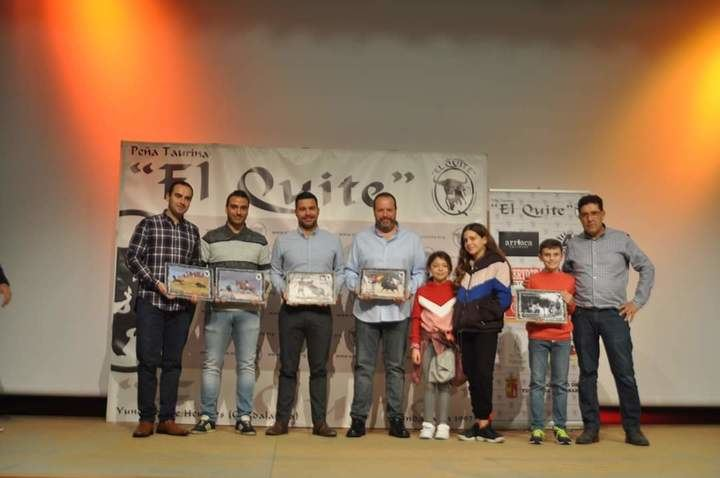 """La peña taurina """"El Quite"""" de Yunquera de Henares, entrega los premios de su XVI. Concurso de Fotografías Taurinas"""