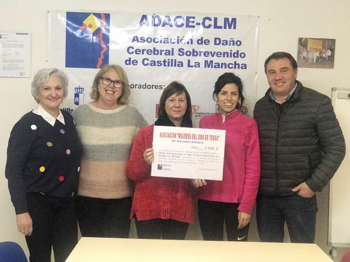La Asociación 'Mujeres del 2000' de Yebra entrega la recaudación de su Mercadillo Solidario a ADACE-CLM