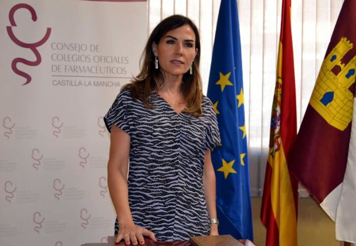 Foto de la Tesorera del COFCAM y Presidenta del COF de Guadalajara