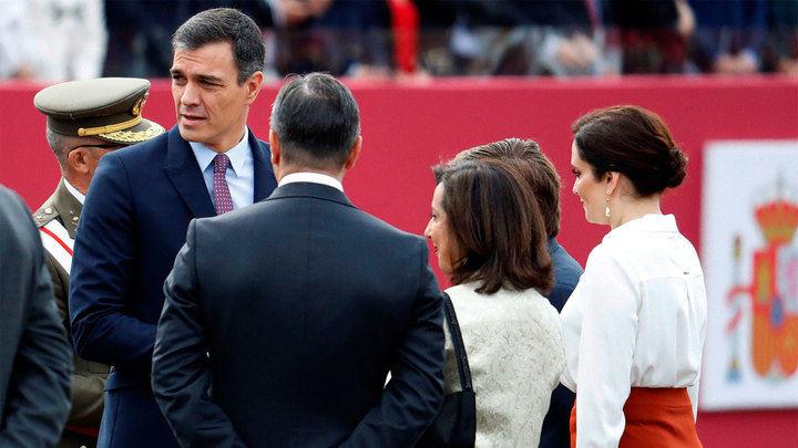 """Protocolo de Casa Real para los pies y """"pone en su sitio"""" a Pedro Sánchez"""