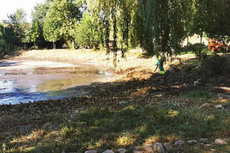 El Ayuntamiento de Azuqueca acomete la limpieza de la laguna de La Quebradilla