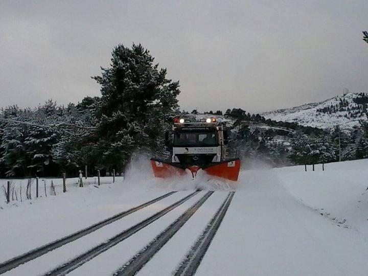Dos autobuses con decenas de pasajeros quedan atrapados por la nieve en carreteras de Cuenca