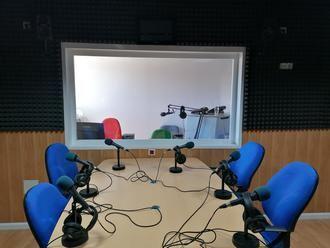 El Ayuntamiento de Villanueva de la Torre ofrece una formación gratuita para aprender a manejar la radio municipal