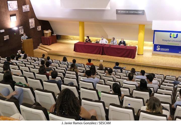 El hospital de Guadalajara incorpora 67 residentes que se formarán en los próximos años en un total de 35 especialidades sanitarias