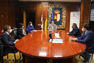 La Asociación de Empresarios de la Actividad Física y el Deporte de Guadalajara se reúnen con el delegado de la Junta en Guadalajara