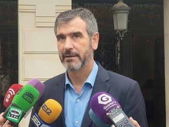 Román lamenta que las tres medidas del gobierno del socialista Alberto Rojo hayan sido subirse el sueldo, colocar a hermanos y aprobar una subida de impuestos a los guadalajareños