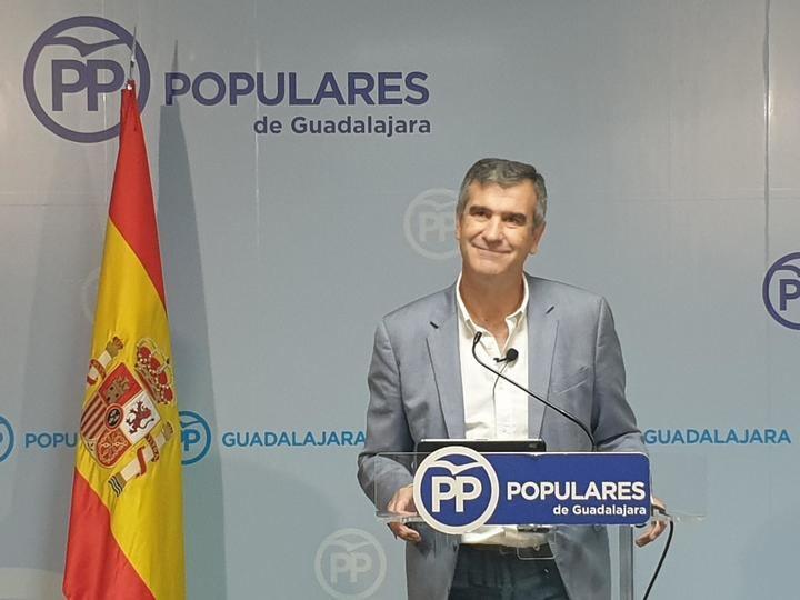 """Antonio Román denuncia la """"pasividad"""" de los gobiernos de izquierdas """"ante el brutal incremento del precio de la luz"""""""
