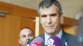Antonio Román recoge las demandas de la Confederación Estatal de Sindicatos Médicos y se compromete a darles traslado en el Senado