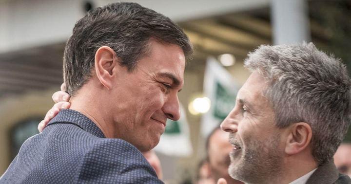 """El ministro Grande-Marlaska se agarra al cargo y dice que no dimite porque está para... """"devolver la DIGNIDAD al Ministerio"""""""
