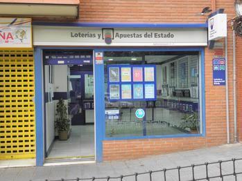 Parte del Segundo premio (69054) de la Lotería Nacional vendido este sábado en Azuqueca de Henares