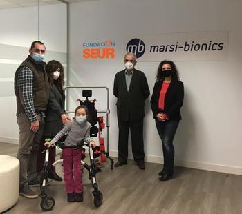 UN APLAUSO : Fundación SEUR entrega más de 13.000 euros a una niña de Guadalajara para financiar su rehabilitación