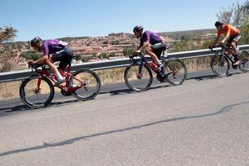 La Vuelta ha vuelto a pasar por Sigüenza subrayando sus atractivos patrimoniales