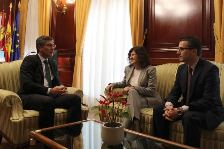 El subdelegado del Gobierno se reúne con la presidenta de CEOE-Cepyme Guadalajara